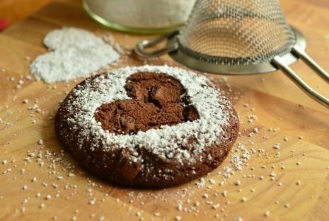 طريقة تحضير كيكة الشوكولاتة مع الصوص