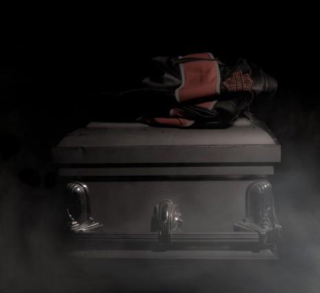 تفسير ومعنى رؤية تقبيل الميت في الحلم والمنام لابن سيرين