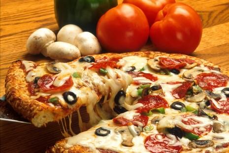 طريقة عمل البيتزا السميكة