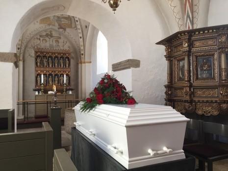 رؤية الجنازة وتشييع الميت