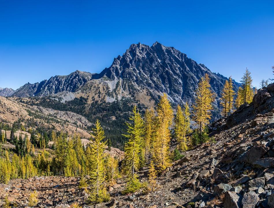 تفسير حلم رؤية الجبل - صعود - تسلق الجبال والتلال في المنام