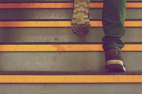 تفسير حلم رؤية صعود وطلوع الدرج في المنام لابن سيرين