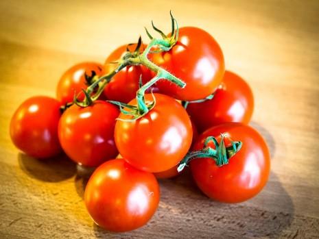 تفسير حلم رؤية البندورة أكل الطماطم الحمراء في المنام