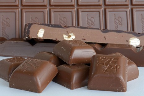 تفسير حلم رؤية الكاكاو أو الشوكولاتة سوداء - بيضاء في المنام