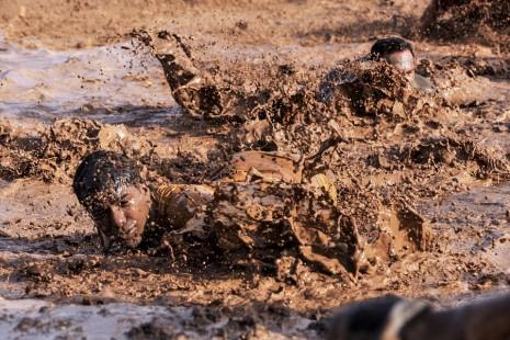 رؤية الوقوع والانزلاق في الوحل والطين في المنام
