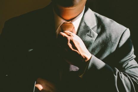 رؤية لبس الثوب أو ارتداء الثياب أو لون الملابس في المنام