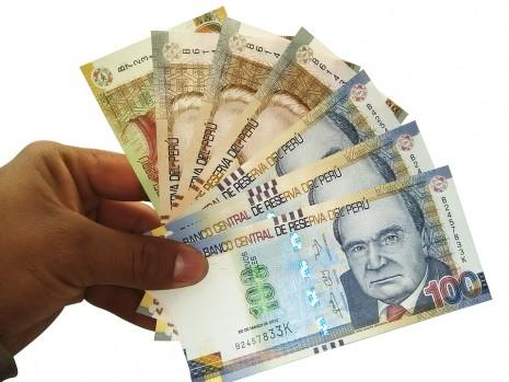 التصدق بالمال أو اعطاء الصدقة لشخص في المنام