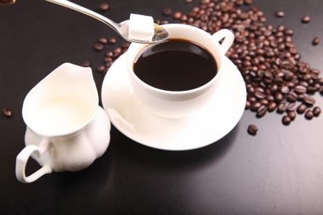 تفسير حلم رؤية القهوة للعزباء والمتزوجة والحامل في المنام