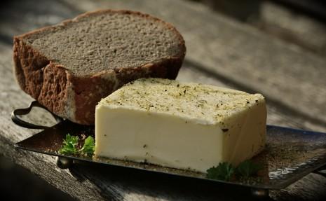 تفسير حلم رؤية اكل الزبدة أو شراء و بيع الزبدة في المنام