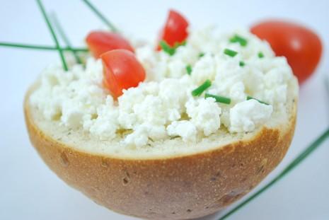 تفسير حلم رؤية الجبن أو اكل الجبن مع الخبز في المنام