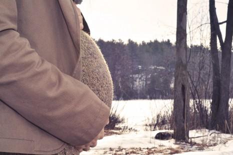 رؤية رجل حامل أو يحمل و يلد في المنام
