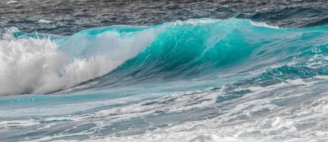 رؤية موج البحر عالي أو هادئ في المنام