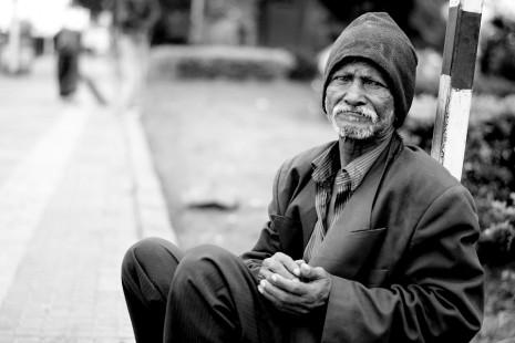 رؤية اطعام الفقير أو المسكين في المنام